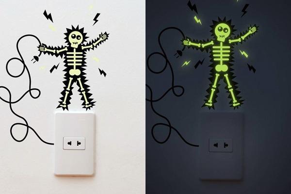 Interruptor decorado con una divertida ilustración en pintura fosforescente
