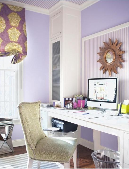 Zona de trabajo en Radiant Orchid