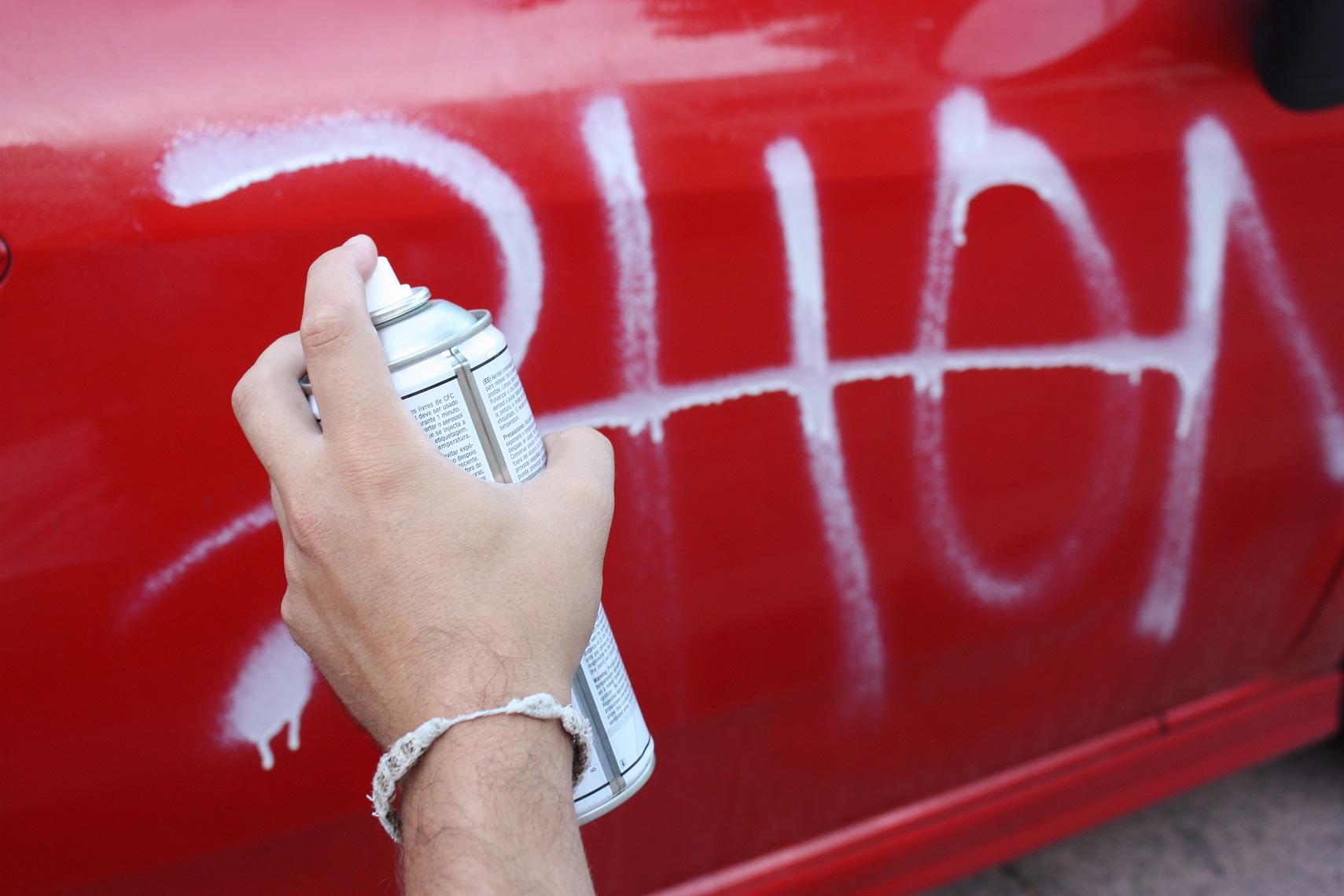 Como Quitar Una Pintada En Un Coche ~ Quitar Pintura Plastica De La Ropa
