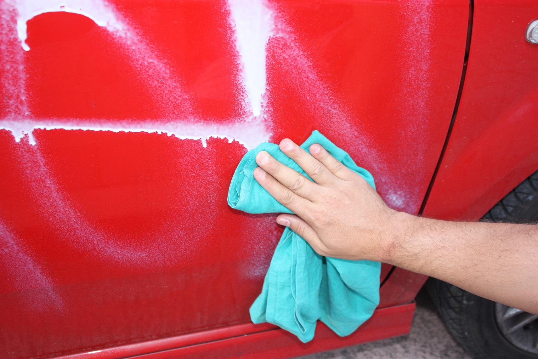 Como quitar una pintada en un coche - Quitar rayones coche facilmente ...