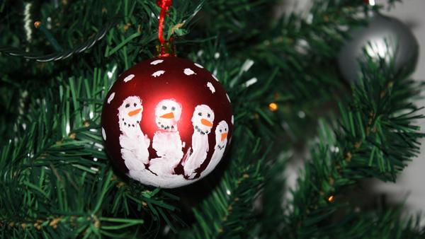 Bolas de navidad para decorar con ni os blog pintar sin - Como pintar bolas de navidad ...