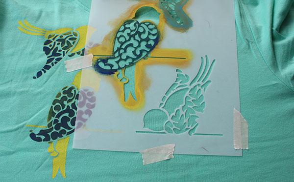 Camisetas pintadas con stencils blog pintar sin parar - Plantillas para pintar camisetas ...