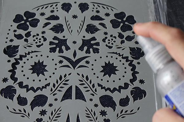 C mo pintar con spray para tela fashion textil de la - Como pintar sobre tela ...