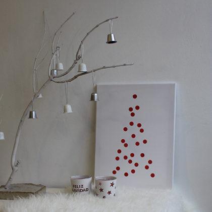 Árbol de navidad DIY hecho con materiales reutilizables