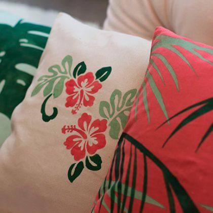 Cojines tropicales con nuestro stencil personalizado