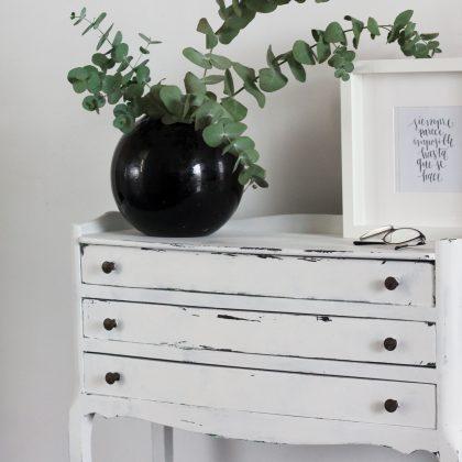 Pintar tus muebles con chalk paint – Renovamos una mesita