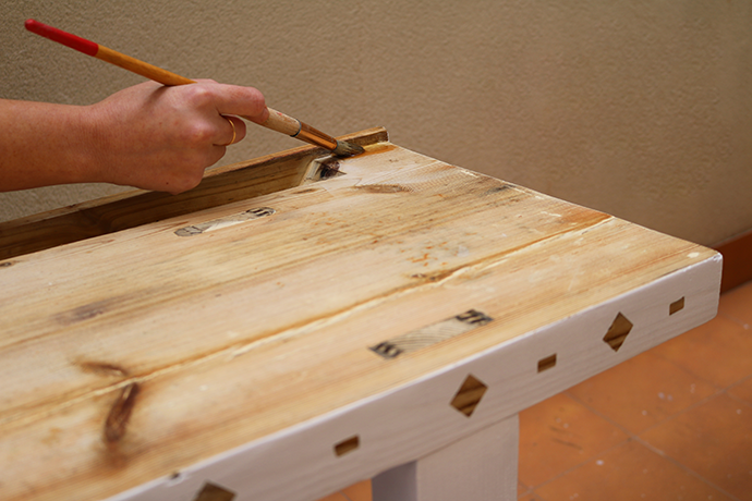 C mo reparar madera para el exterior - Barnizar madera exterior ...