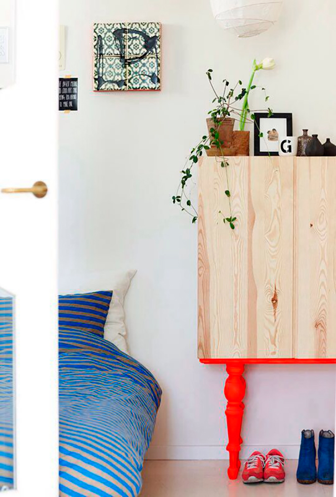 mueble madera color flúor