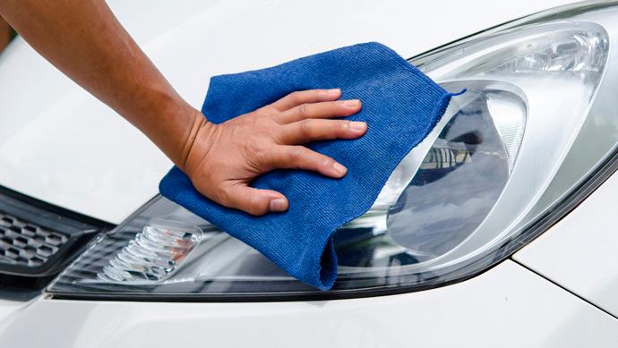 limpiar los faros del coche