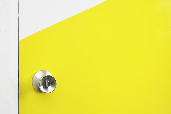 cómo pintar puertas a dos colores