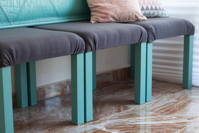 Sillón hecho con una mesa lack de ikea tapizada