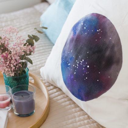 Cómo hacer un cojín con estampado Galaxy