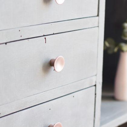 Cómo pintar un mueble con efecto cemento