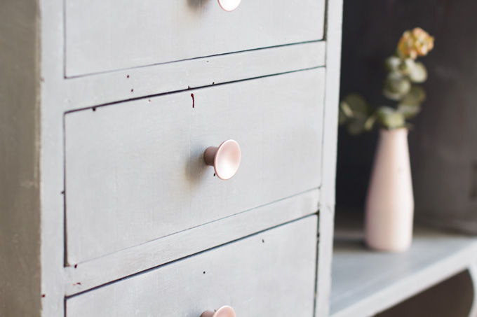 mueble-cemento-BLOG-detalle-pomos