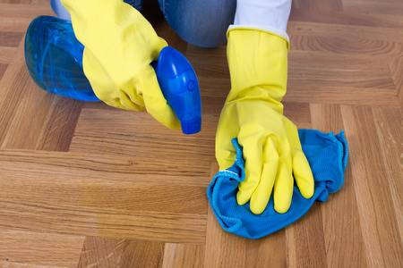 limpiar y pintar un suelo